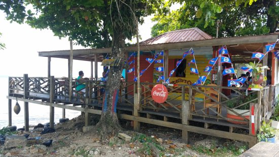 Joycelyn's Restaurant: Simple Charming Restaurant overlooking the Caribbean