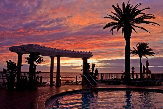 Holiday Inn Hotel & Suites Clearwater Beach $123 ($̶1̶3̶5̶) - UPDATED 2017 Prices & Resort ...
