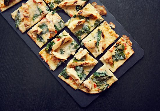 The Woodlands, Τέξας: Spicy Chicken & Spinach Flatbread