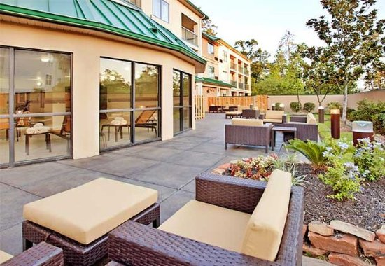 The Woodlands, TX: Courtyard