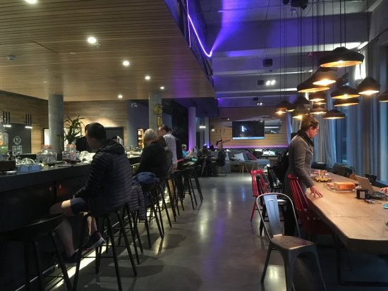 Moxy Berlin Ostbahnhof: Bar And Modern Lobby That Had Pool Table And Other  Games