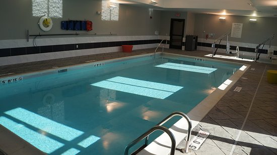 Shippensburg, PA: Indoor Heated Pool & Jacuzzi