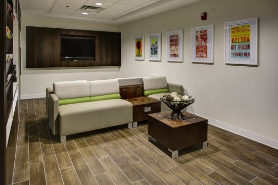 Brentwood, TN: The Media Room provides a private nook to visit or watch TV.