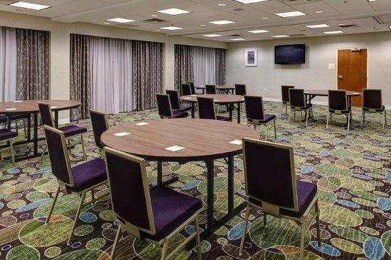 เบรนต์วูด, เทนเนสซี: Crescent rounds or more formal banquet rounds set up available.