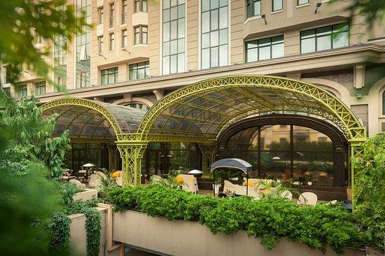 InterContinental Kiev: Comme Il Faut terrace