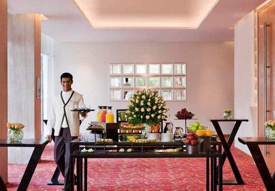 Courtyard by Marriott Mumbai International Airport : Coffee Break Setup