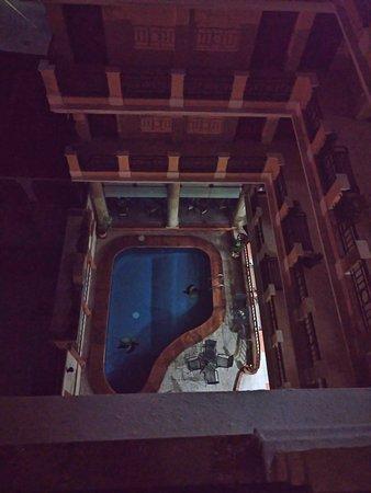 Hotel Residencial: Vista de la alberca desde la terraza del 5o piso