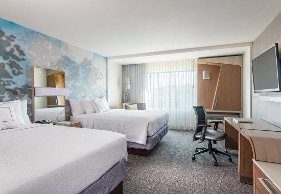 Littleton, MA: Queen/Queen Guest Room