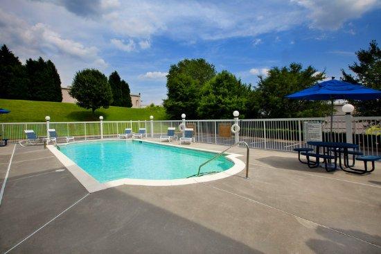 Pineville, Karolina Północna: Swimming pool