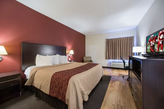 Troy, IL: Deluxe King Bed