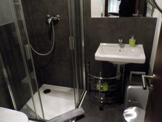 VV Hotel: Bathroom