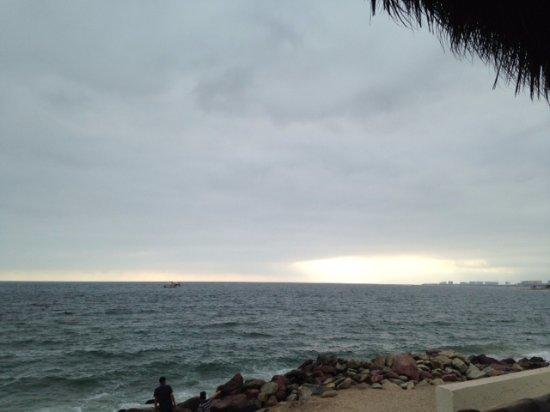 Sunset Plaza Beach Resort & Spa: playa muy agusto arena suave