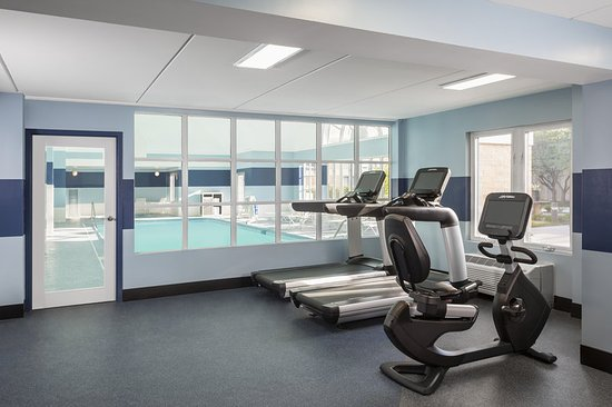 Buffalo Grove, IL: 24 Hour Fitness Center