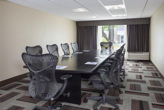 Buffalo Grove, IL: Boardroom