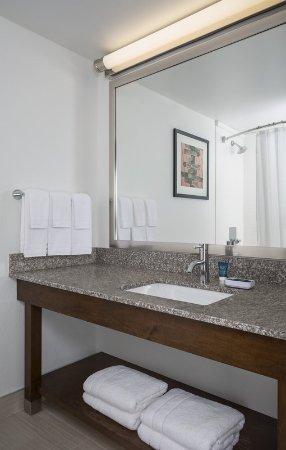 Buffalo Grove, IL: Guest Bathroom