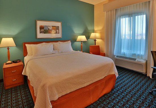 Burlington, WA: King Guest Room