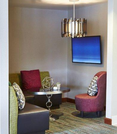 Roseville, MN: Lobby Lounge