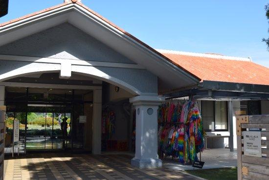 Himeyuri Peace Museum: 入口右手に千羽鶴