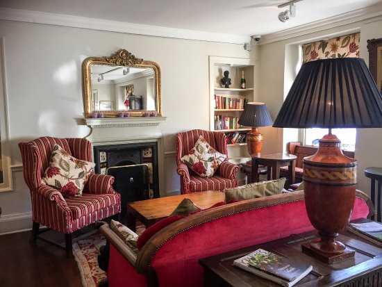 Comfortable and stylish sitting room - Picture of White Hart Royal ...