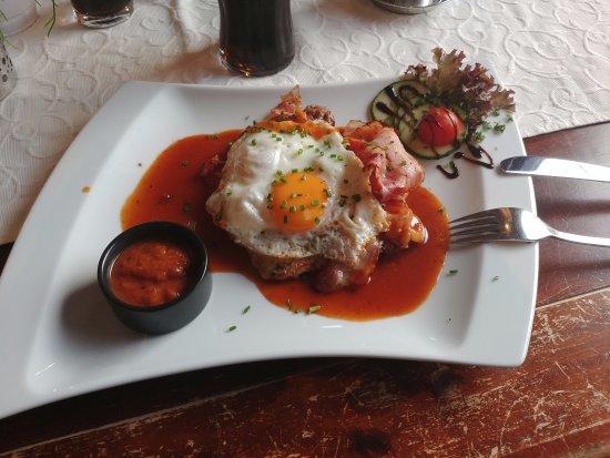 Maishofen, Austria: Стейк с беконом и яйцом