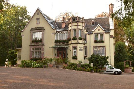 Illzach, Frankrijk: Arrivée au restaurant par une belle journée d'été indien.