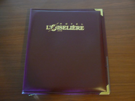Hotel L'Oiseliere - Levis: The catalogue inside the room
