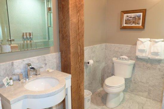 Mark Spencer Hotel: Bathroom