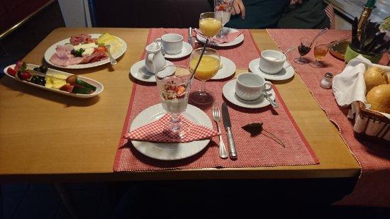 Schwarmstedt, Tyskland: Frühstück (das Rührei fehlt noch)