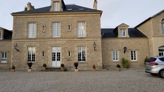 Tracy-sur-Mer, Frankreich: Front of the chateau