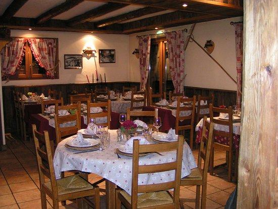 L'Arbé: Inside Dining Area