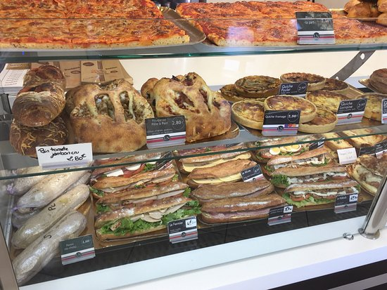 Saint-Jean-de-Vedas, France: Boulangerie Patisserie Au Levain Naturel