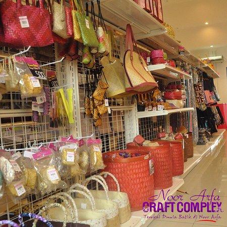 Kuala Terengganu, Malesia: Showroom :  Batik and souvenir