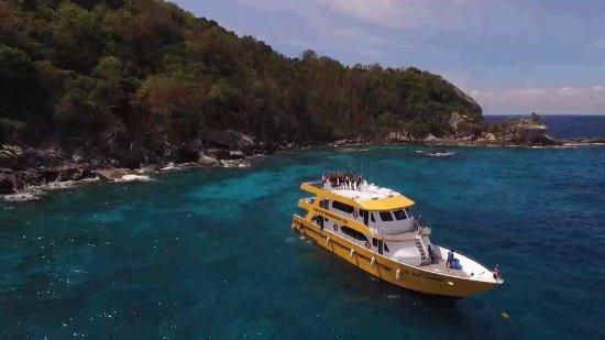 Rawai, Tayland: MV Blue Shepherd on the move