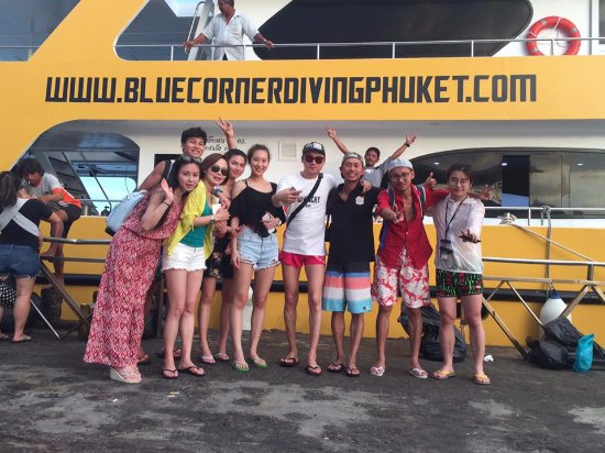 Rawai, Tayland: Happy customers onboard MV Blue Shepherd
