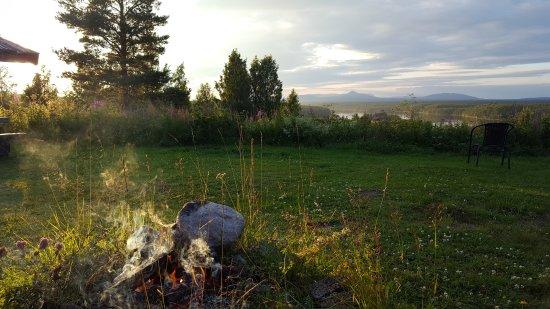 Sarna, Suède : Eldplatsen med utsikt bakom huset