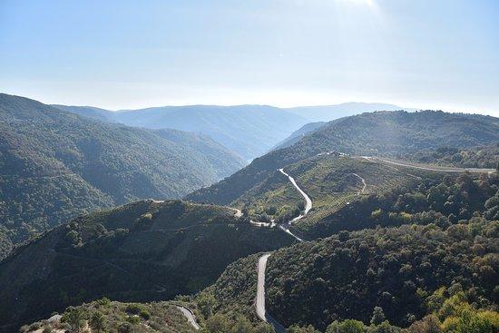 Province of Ourense, Espanha: La carretera de Doade al embarcadero, las vistas más bonitas