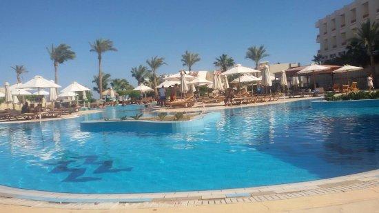 Hilton Sharks Bay Resort: IMG-2ea703bd21b9b7a726992b6ef8907af2-V_large.jpg