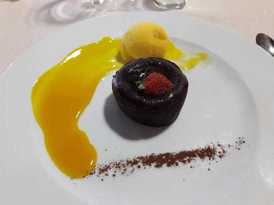 ‪‪Herbignac‬, فرنسا: Cœur coulant au chocolat, sorbet passion et son coulis‬