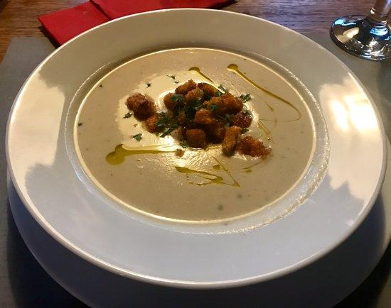 Grojec, Pologne : Zupa krem z białych warzyw