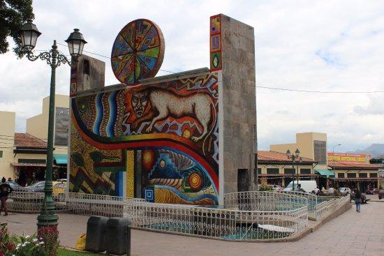 Eco Inn Cusco: Plaza across the street