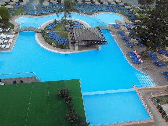 Schwimmbecken vor'm Haus