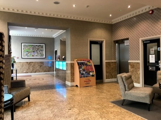 Sidney Hotel London-Victoria: Reception area and access to ground floor rooms