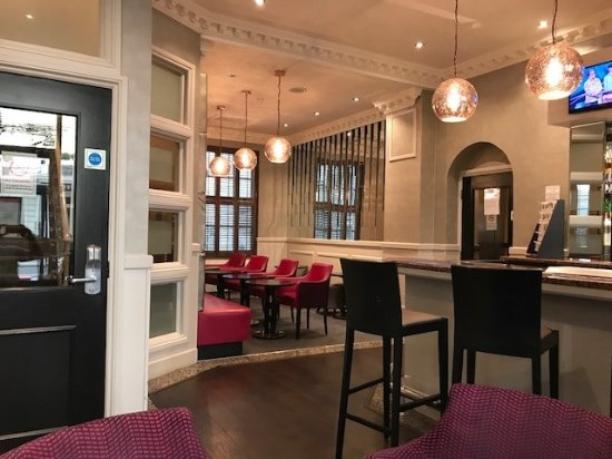 Sidney Hotel London-Victoria: Bar area and access to rooms