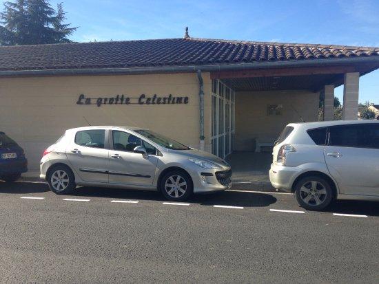 Rauzan, Frankrike: Entrée de la grotte en centre ville