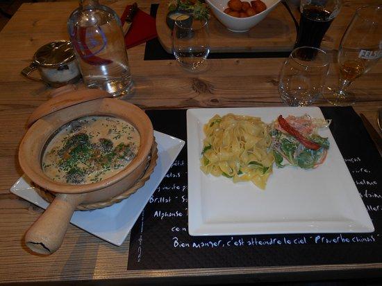 Flottemanville, Francia: poulet aux morilles