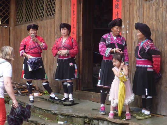 Beiliu, China: Festtag mit traditionellen Kostümen