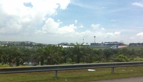 Sepang, Malasia: A glimpse of the circuit from the highway