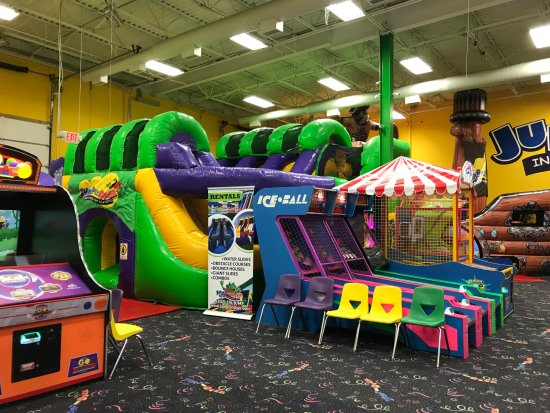 Middletown, DE: Jump On Over Skee Ball and seating