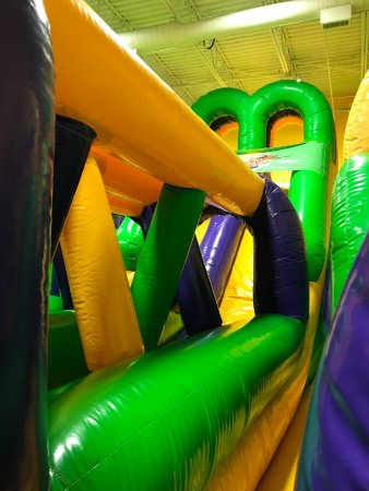 Middletown, DE: Jump On Over Maze Slide