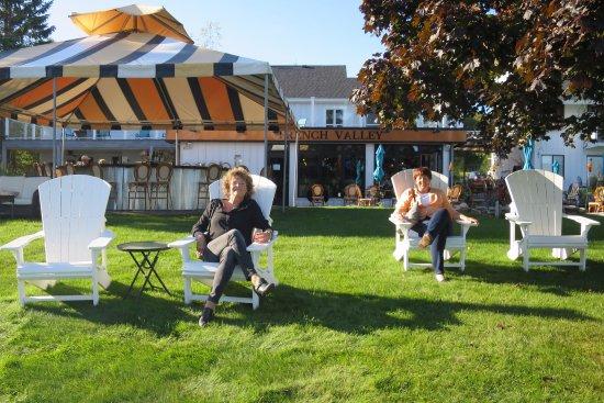Suttons Bay, MI: Fun seating